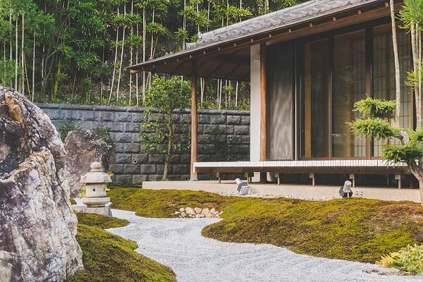 How to handle customer complaints effectively? Imagine a zen setting. This is an image of a Japanese garden to help calm you.