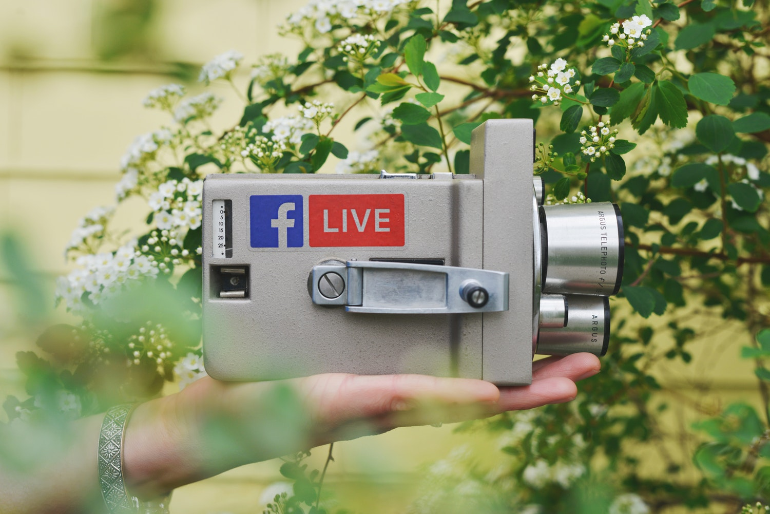 How to make live chat part of your social selling strategy