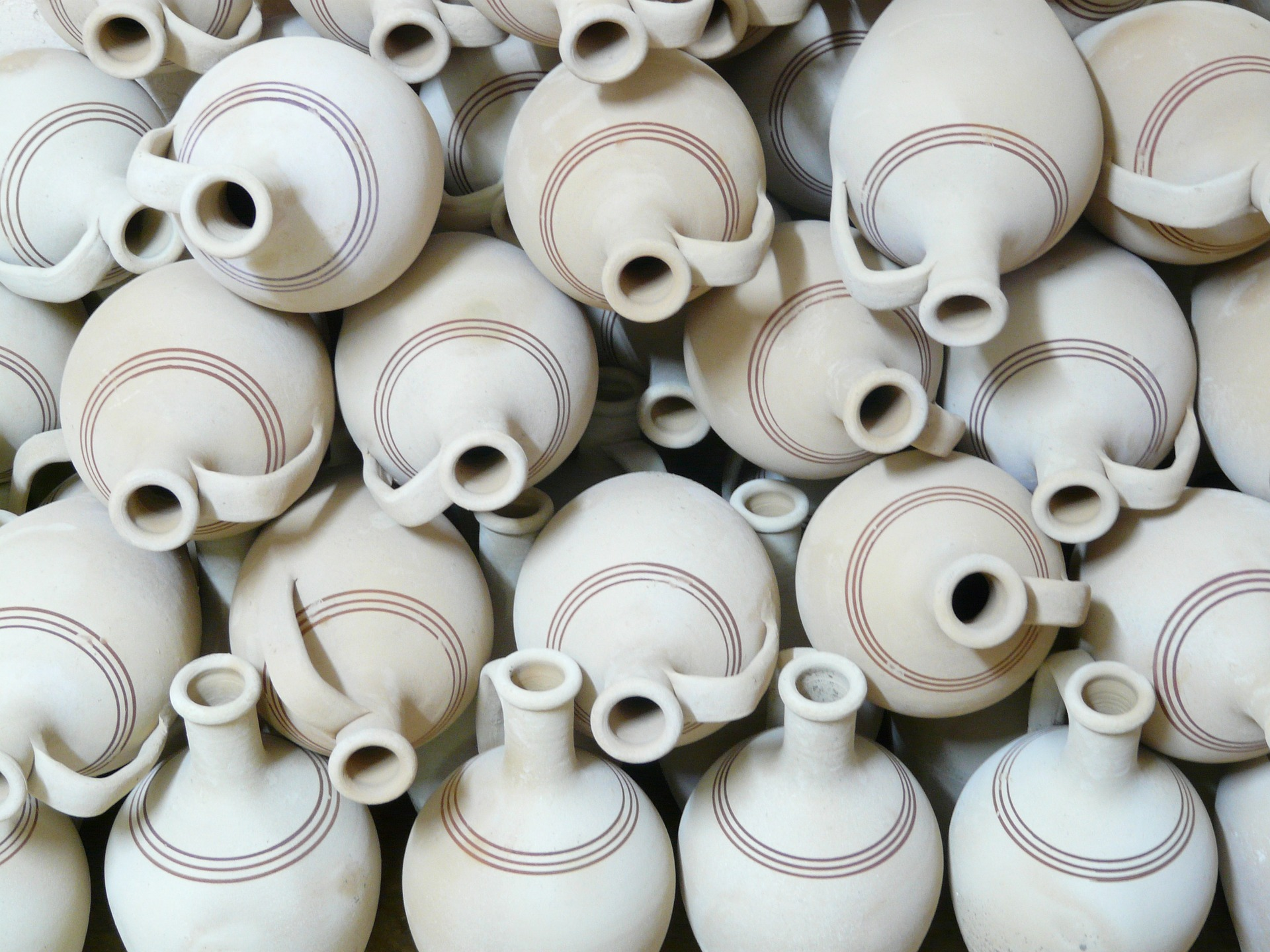 jugs-64975_1920